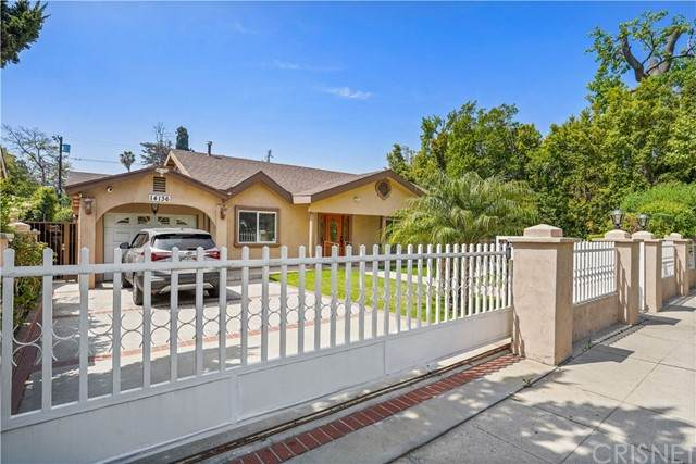 14136 Haynes Street, Van Nuys, CA 91401 (#SR21100510) :: Compass
