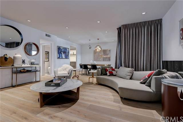 439 Doheny Drive N #204, Beverly Hills, CA 90210 (#SB21100301) :: Mint Real Estate
