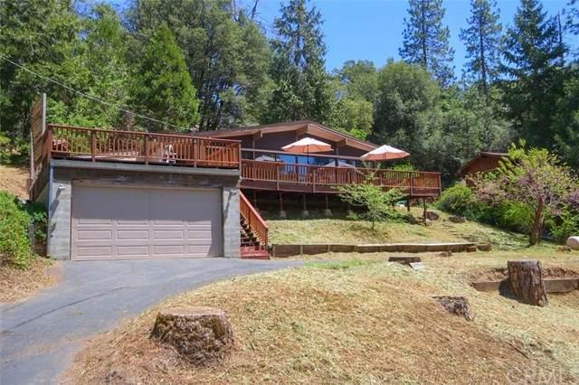 42927 Scenic Drive, Oakhurst, CA 93644 (#FR21100610) :: The Alvarado Brothers