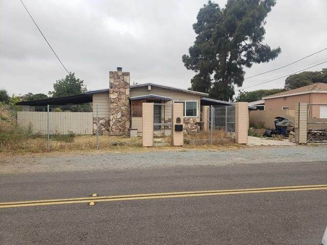 152 Emerson  Street, Chula Vista, CA 91911 (#210012549) :: Compass