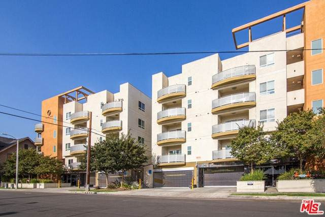 2321 W 10Th Street #402, Los Angeles (City), CA 90006 (#21730588) :: Frank Kenny Real Estate Team
