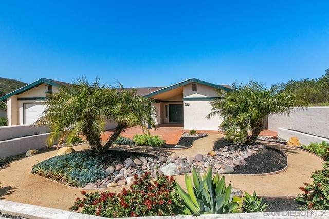 601 Sandy Lane, San Marcos, CA 92078 (#210012605) :: Steele Canyon Realty
