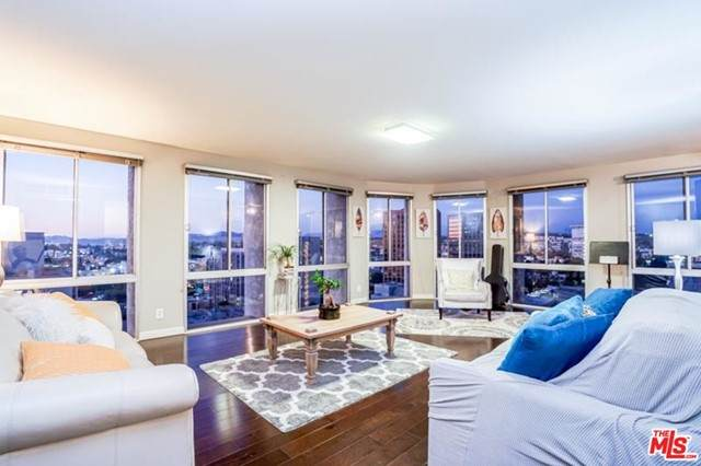 800 W 1ST Street #1210, Los Angeles (City), CA 90012 (#21731254) :: Team Forss Realty Group