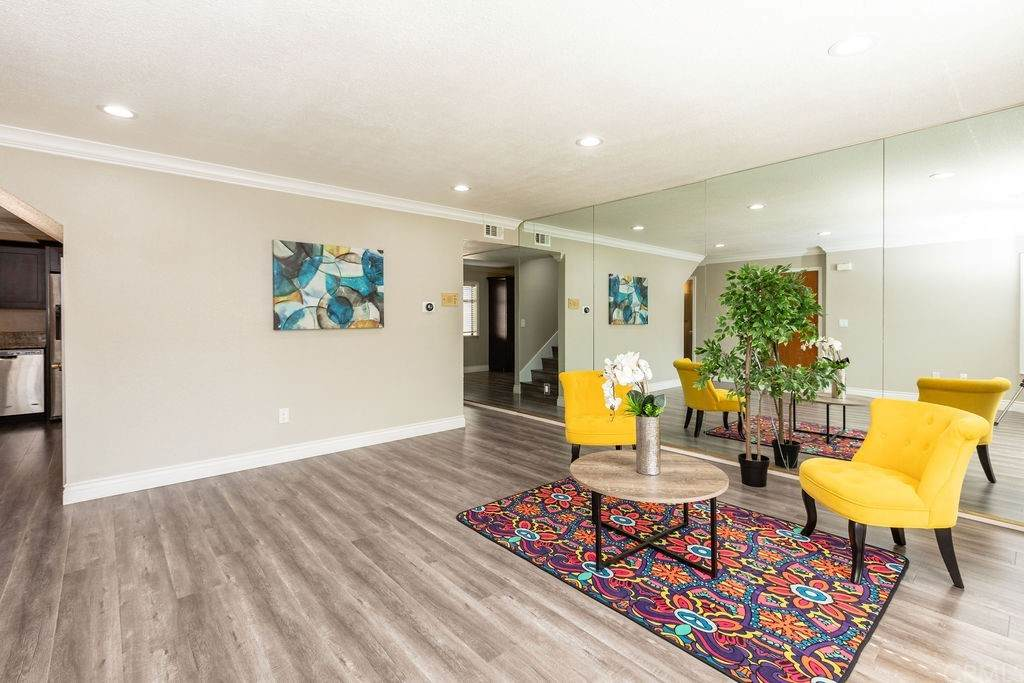 515 W Gardena Boulevard #11, Gardena, CA 90248 (#DW21102171) :: Steele Canyon Realty