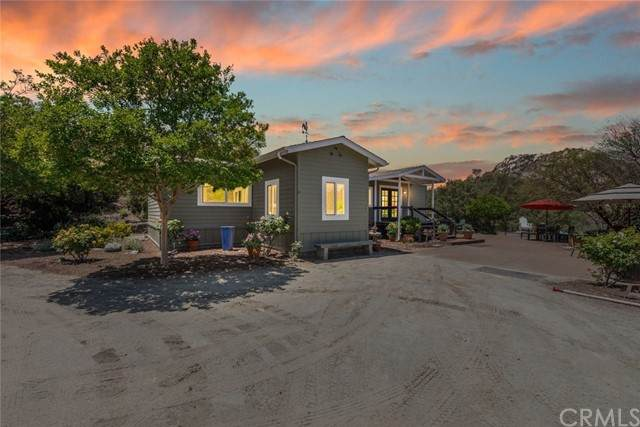 47901 Rock Mountain Drive, Fallbrook, CA 92028 (#SW21100620) :: Team Forss Realty Group