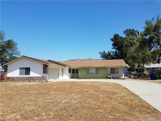 33780 Washington Drive, Yucaipa, CA 92399 (#EV21094862) :: Compass