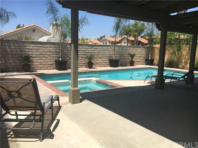 40049 Villa Venecia, Temecula, CA 92591 (#SW21102236) :: Team Forss Realty Group