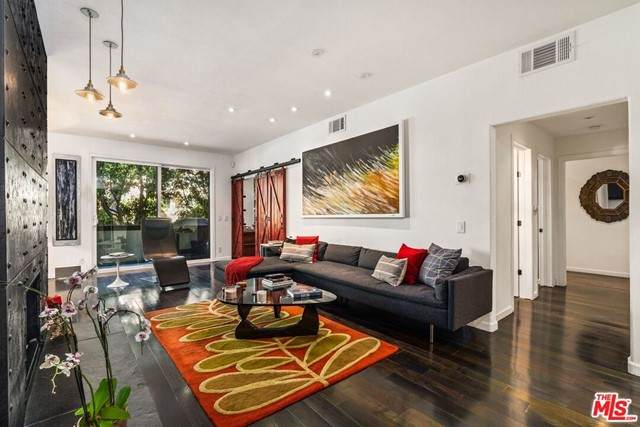 306 Bora Bora Way #103, Marina Del Rey, CA 90292 (#21731786) :: Rogers Realty Group/Berkshire Hathaway HomeServices California Properties