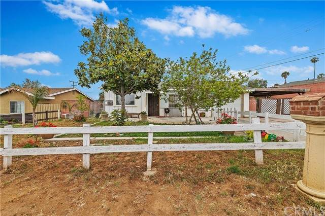 6360 Brookdale Avenue, Jurupa Valley, CA 92509 (#IG21101934) :: Millman Team