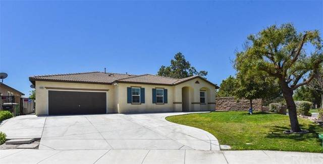 14335 Lost Horse Road, Eastvale, CA 92880 (#OC21102122) :: Compass