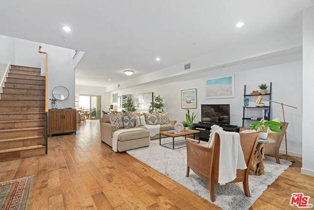 3119 Via Dolce #115, Marina Del Rey, CA 90292 (#21731510) :: Rogers Realty Group/Berkshire Hathaway HomeServices California Properties