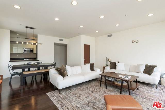 125 S Sweetzer Avenue Ph3a, Los Angeles (City), CA 90048 (#21732132) :: CENTURY 21 Jordan-Link & Co.