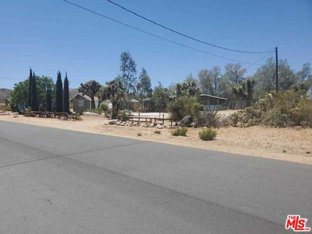 7664 Joshua View Drive, Yucca Valley, CA 92284 (#21731110) :: Compass