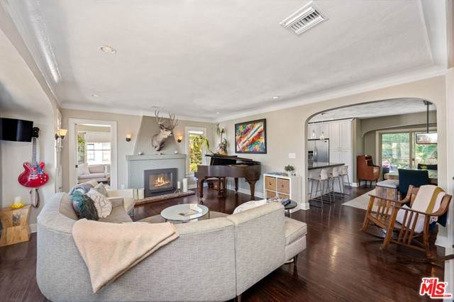 2146 Beachwood Terrace - Photo 1