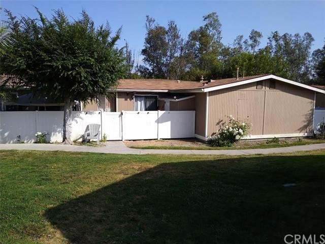 25852 Via Lomas #38, Laguna Hills, CA 92653 (#PW21104330) :: Blake Cory Home Selling Team