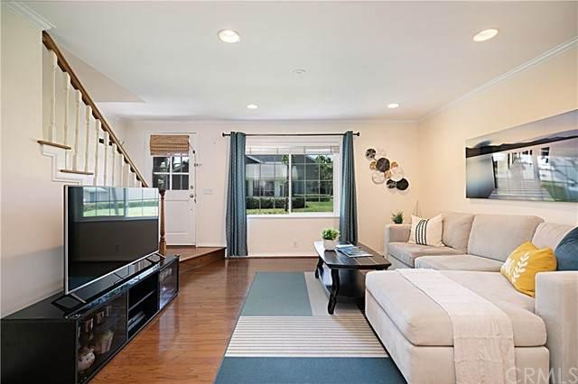 17 Woodfern, Irvine, CA 92614 (#OC21104485) :: Millman Team