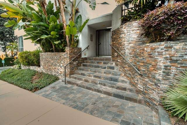 8601 W West Knoll Drive #7, West Hollywood, CA 90069 (#NDP2105419) :: Powerhouse Real Estate