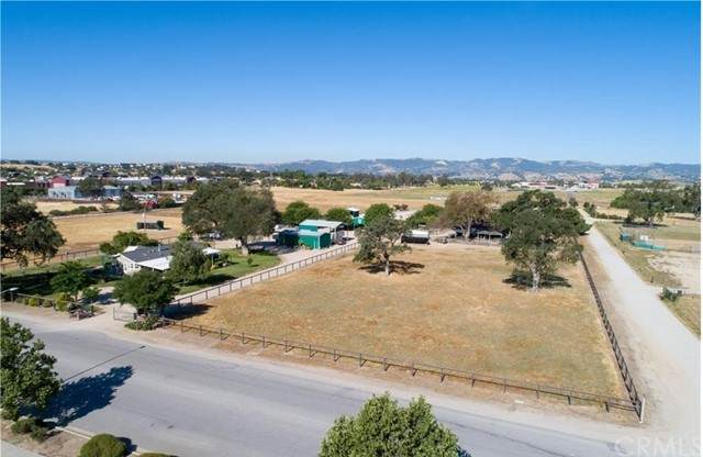 3405 Golden Hill Road, Paso Robles, CA 93446 (#NS21105085) :: Steele Canyon Realty