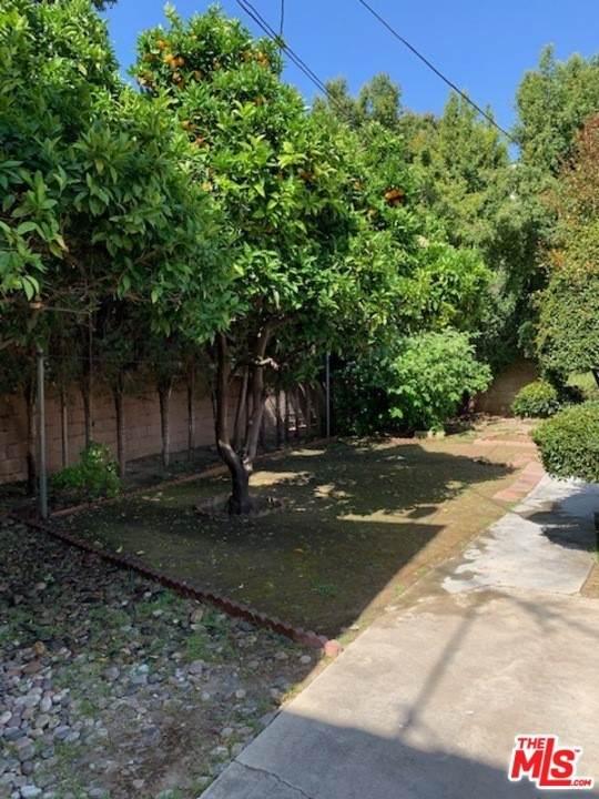 1349 1351 S Dunsmuir Avenue, Los Angeles (City), CA 90019 (#21732972) :: CENTURY 21 Jordan-Link & Co.