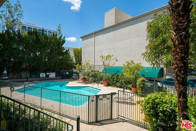 4501 Cedros Avenue #230, Sherman Oaks, CA 91403 (#21728582) :: Rogers Realty Group/Berkshire Hathaway HomeServices California Properties