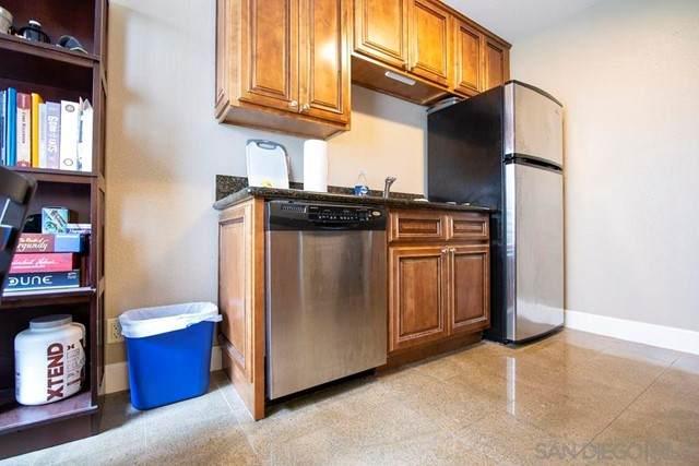 8581 Villa La Jolla Dr. M, La Jolla, CA 92037 (#210013231) :: Jett Real Estate Group