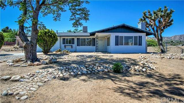 55827 Mountain View, Yucca Valley, CA 92284 (#JT21104836) :: Team Tami