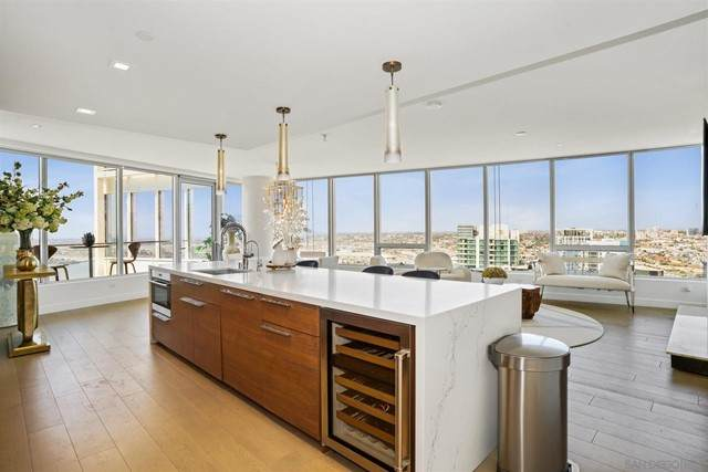 888 W E St #4001, San Diego, CA 92101 (#210013241) :: Jett Real Estate Group