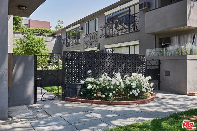 9725 Charleville Boulevard, Beverly Hills, CA 90212 (#21732850) :: Twiss Realty