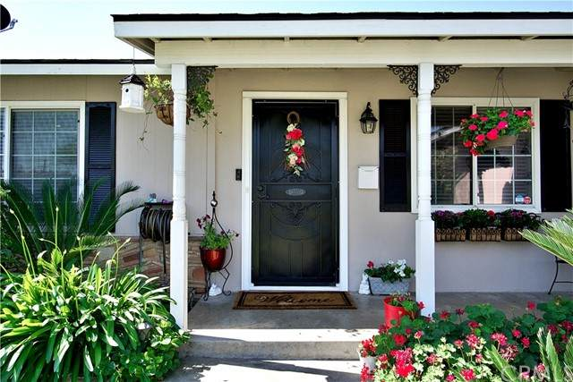 2836 E Pico Avenue, Fresno, CA 93726 (#FR21108007) :: Wahba Group Real Estate   Keller Williams Irvine