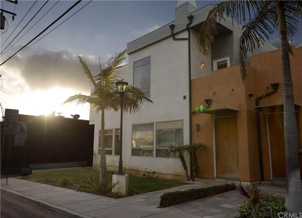 1225 E Grand Avenue D, El Segundo, CA 90245 (#SB21108638) :: The Miller Group