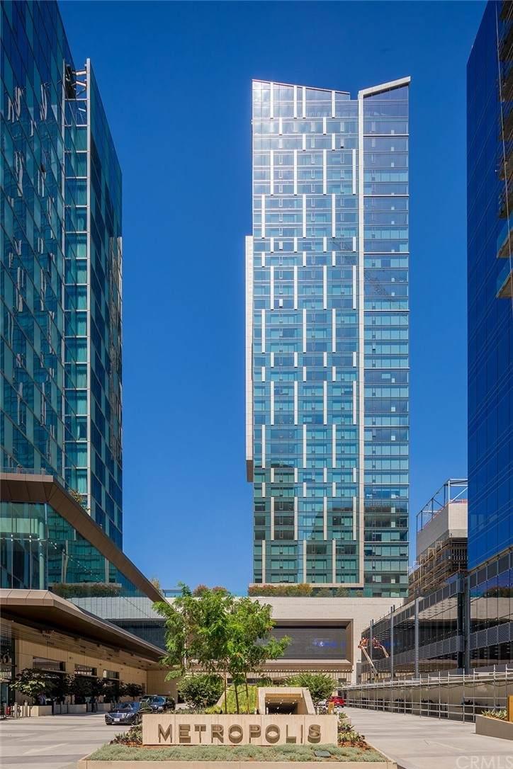 889 Francisco Street - Photo 1