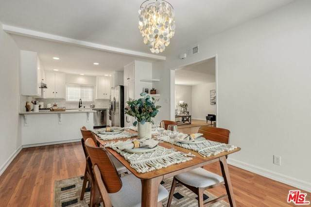 6740 Springpark Avenue #101, Los Angeles (City), CA 90056 (#21736306) :: Berkshire Hathaway HomeServices California Properties
