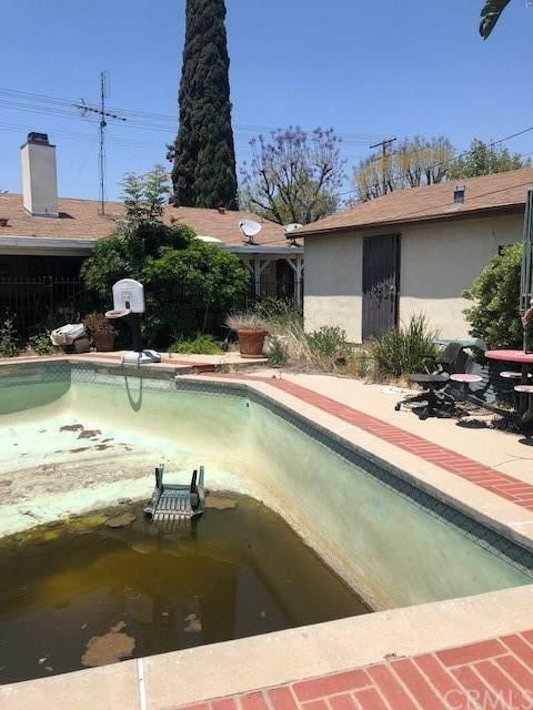 10022 Hayvenhurst Avenue, North Hills, CA 91343 (#OC21113639) :: Bob Kelly Team