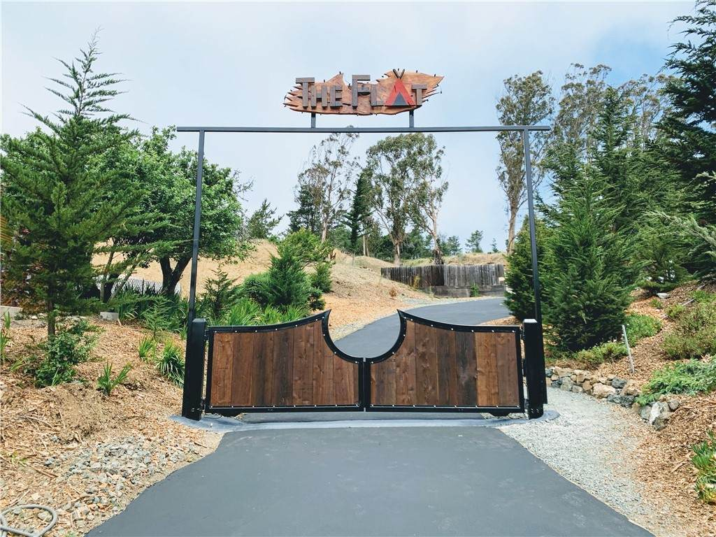 2075 Main Street, Cambria, CA 93428 (#SC21117867) :: Wahba Group Real Estate | Keller Williams Irvine