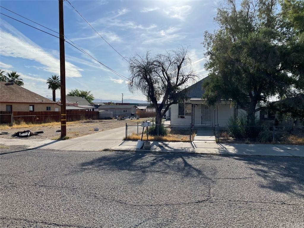 513 Palm Way, Needles, CA 92363 (#JT21118715) :: The Marelly Group   Sentry Residential