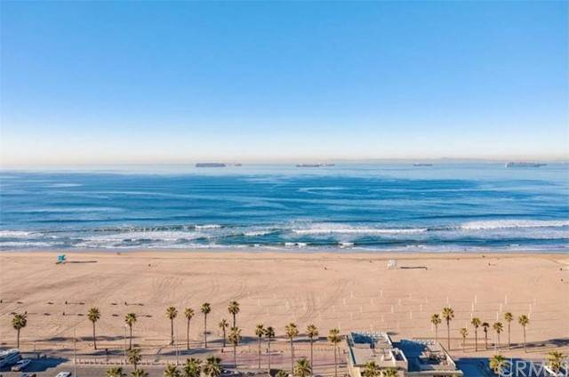 1200 Pacific Coast #102, Huntington Beach, CA 92648 (#OC21120414) :: Holmes Muirhead Team at Reviron Realty