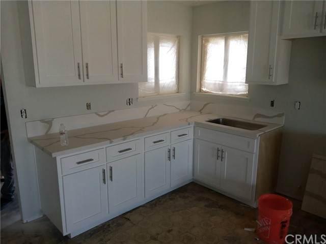 305 Broadway Avenue, Barstow, CA 92311 (#OC21121126) :: Berkshire Hathaway HomeServices California Properties