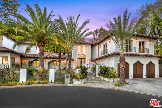 1365 Shadybrook Drive, Beverly Hills, CA 90210 (#21745204) :: Twiss Realty