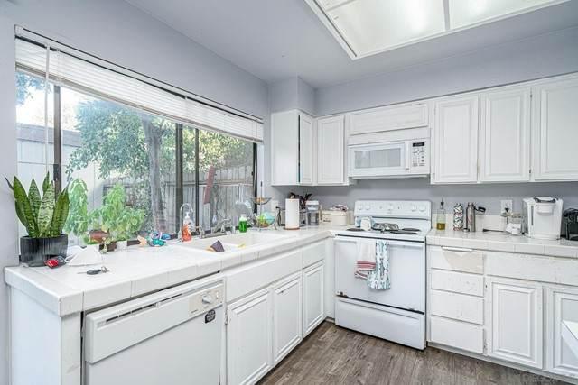 2608 Via Astuto, Carlsbad, CA 92010 (#210015482) :: Berkshire Hathaway HomeServices California Properties