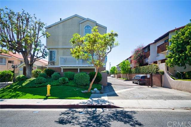 22003 Belshire Avenue #4, Hawaiian Gardens, CA 90716 (#PW21122252) :: Wahba Group Real Estate | Keller Williams Irvine