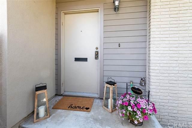 17 Village, Santa Monica, CA 90405 (#SB21110323) :: Twiss Realty