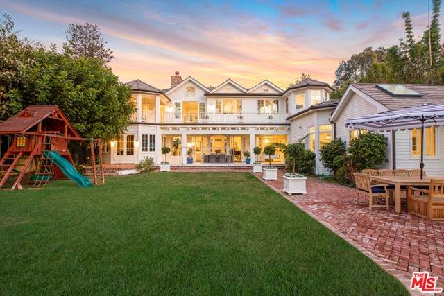 601 Amalfi Drive, Pacific Palisades, CA 90272 (MLS #21741734) :: Desert Area Homes For Sale