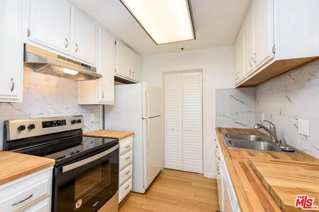 222 S Central Avenue #235, Los Angeles (City), CA 90012 (#21746304) :: A|G Amaya Group Real Estate