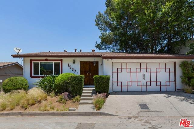1537 Silverwood Drive, Los Angeles (City), CA 90041 (MLS #21746684) :: Desert Area Homes For Sale