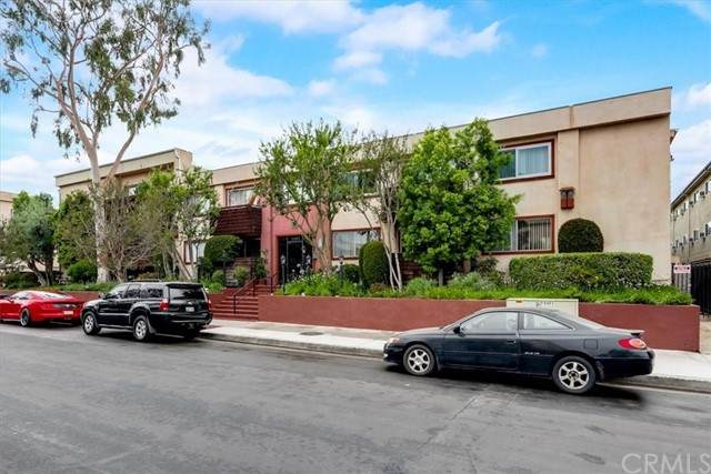 5403 Newcastle Avenue #47, Encino, CA 91316 (#BB21125173) :: Zember Realty Group