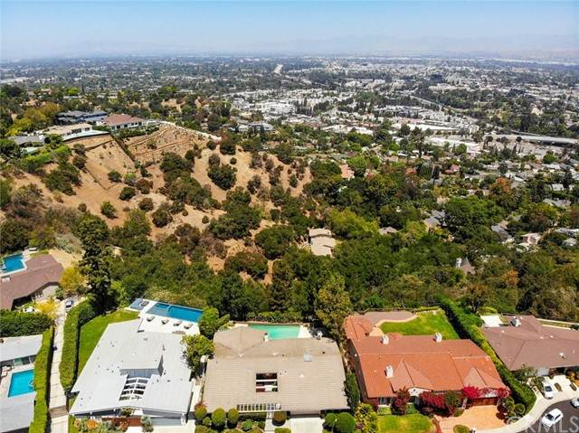10821 Alta View Drive, Studio City, CA 91604 (#DW21122307) :: Zember Realty Group