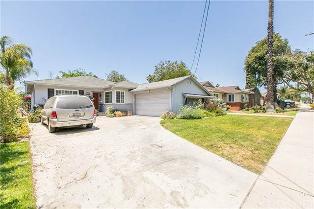 7533 Bellaire Avenue, North Hollywood, CA 91605 (#SR21125359) :: A G Amaya Group Real Estate