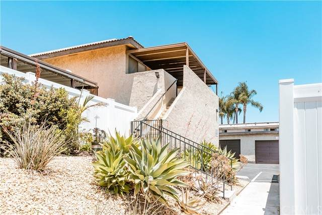 565 W Greenwood Avenue #25, La Habra, CA 90631 (#DW21114670) :: Berkshire Hathaway HomeServices California Properties