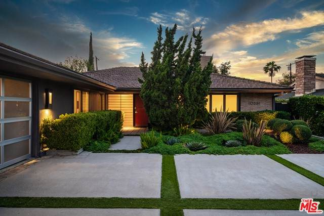10881 Willowcrest Place, Studio City, CA 91604 (#21745524) :: Zember Realty Group