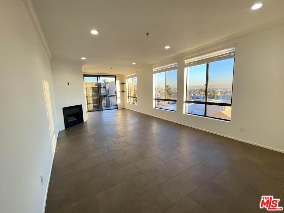 7320 Hawthorn Avenue #401, Los Angeles (City), CA 90046 (#21737038) :: Jett Real Estate Group